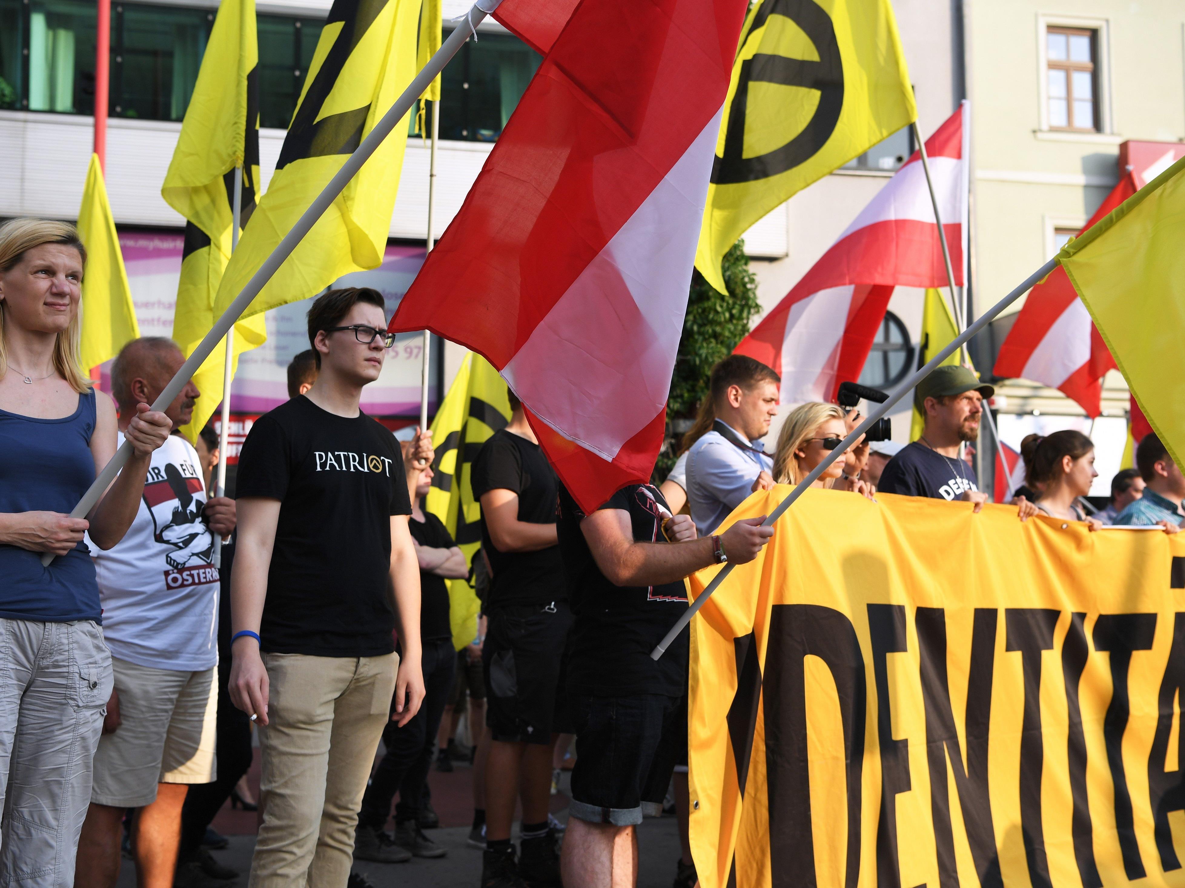 Die Identitäre Bewegung Österreich sorgte beim Wahlkampfauftakt von BP-Kandidat Hofer für Aufregung