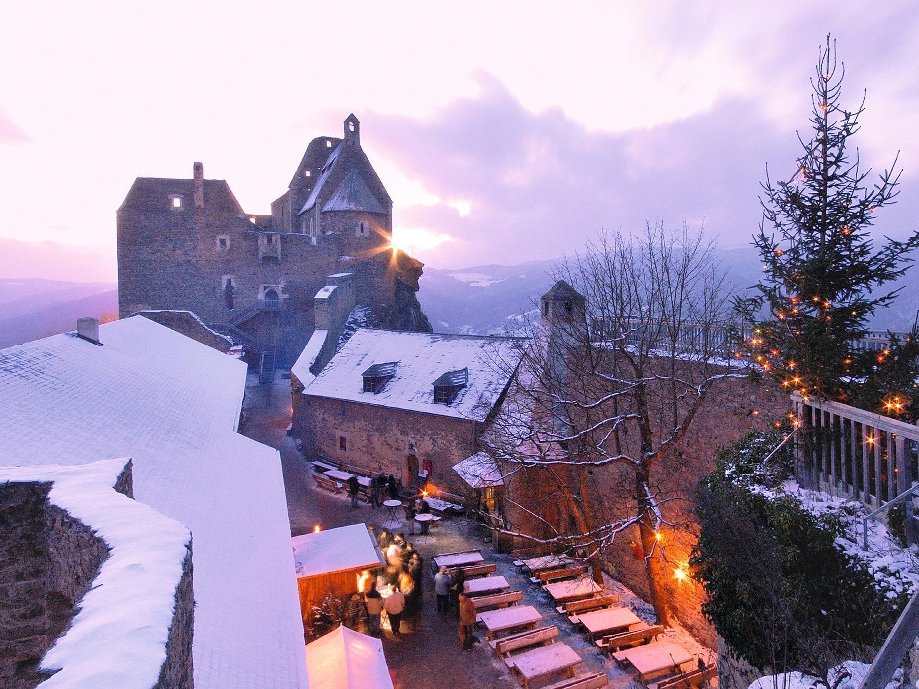 Auch dei Burgruine Aggstein lockt zum Weihnachtsmarkt.