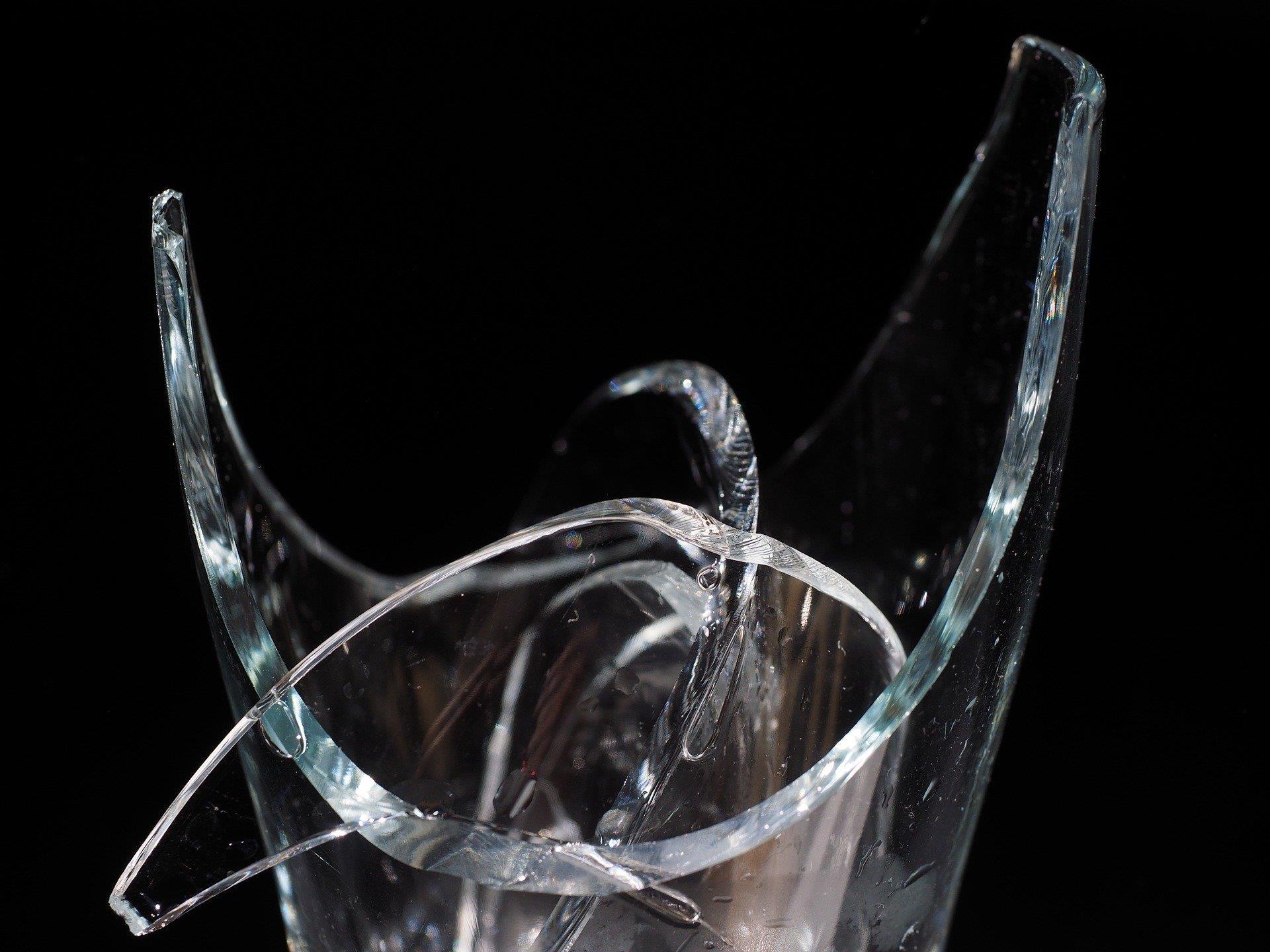Die 25-jährige Wienerin zertrümmerte ihrer Rivalin mit einer Wodkaflasche die Nase.
