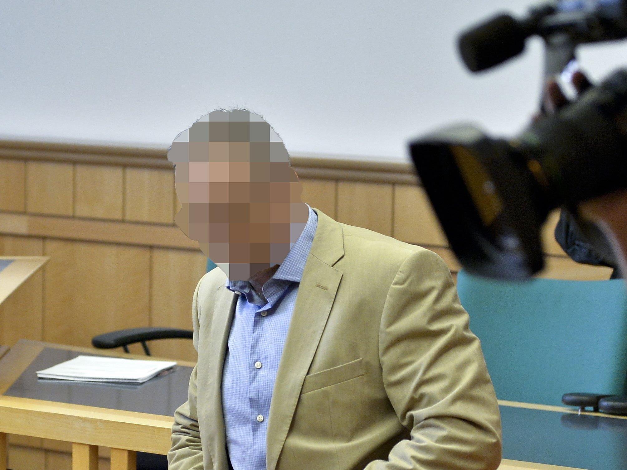 Der wegen Vergewaltigung angeklagte Wiener Ex-Polizist beim Prozess