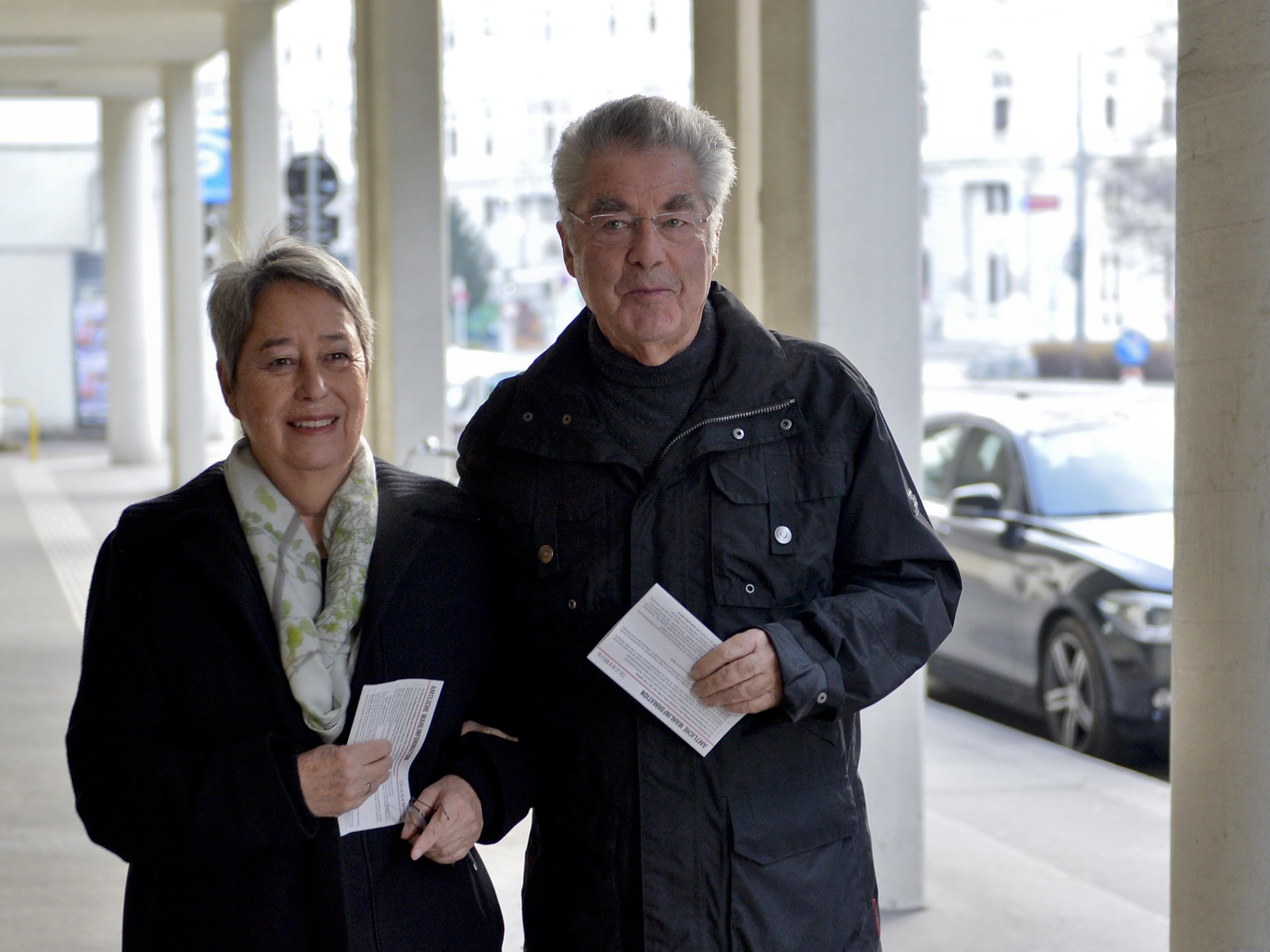 Heinz Fischer gab seine Stimme erstmals wieder als einfacher Bürger ab.