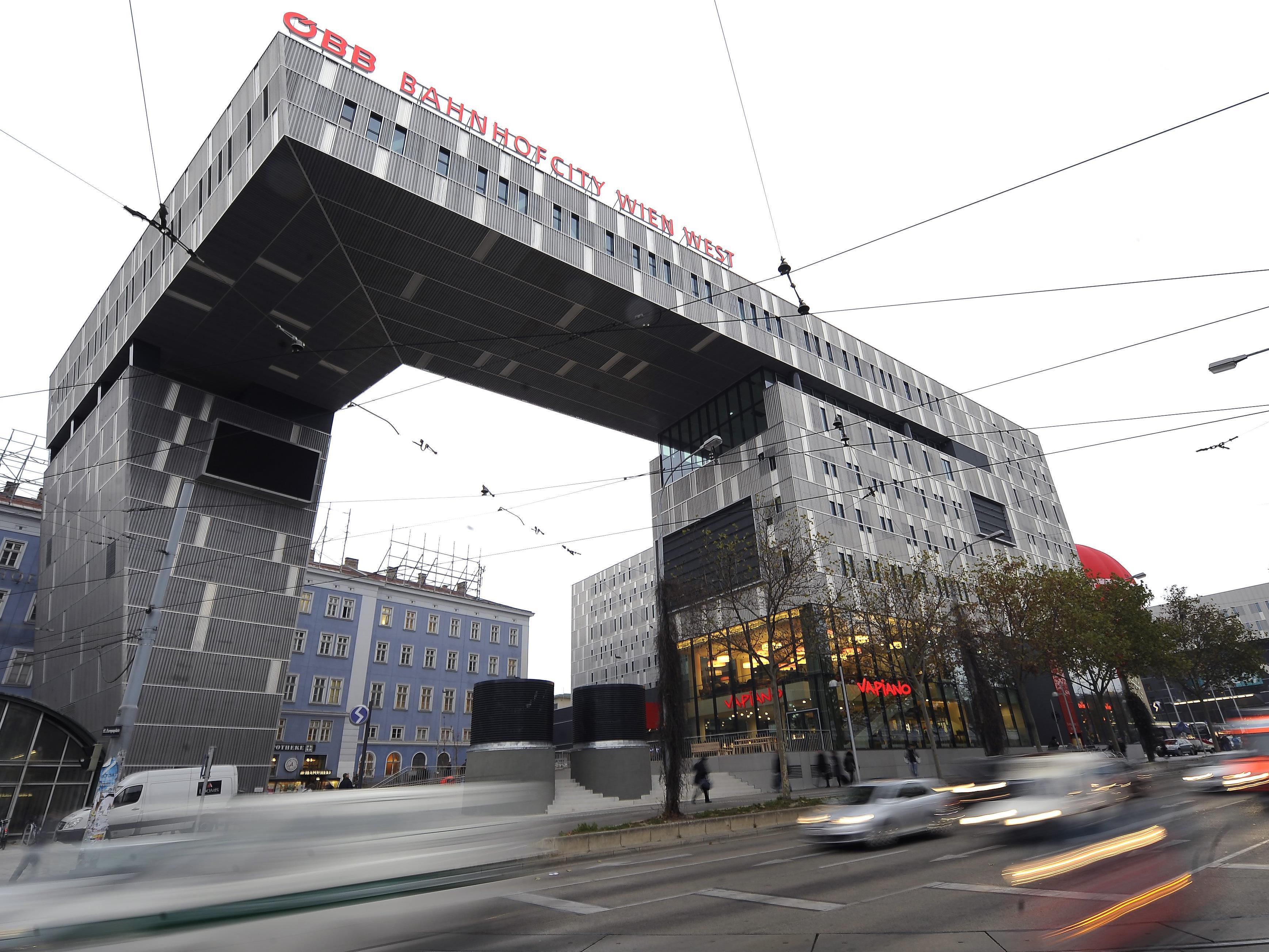 Im Bereich des Wiener Westbahnhofes kam es zu der Massenrauferei.