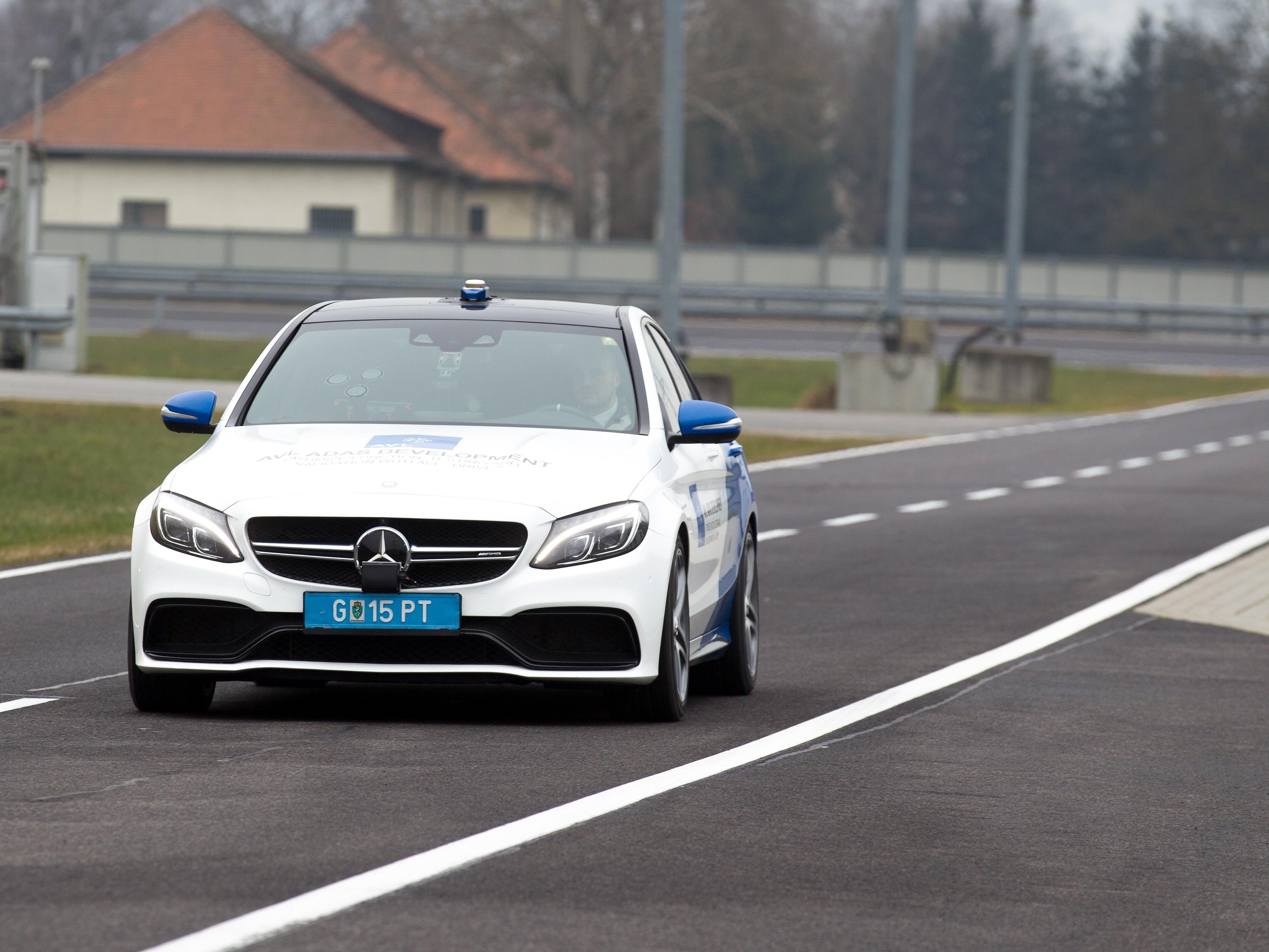 Die ersten Tests mit teilweise selbstfahrenden Autos in Österreich sind in der Steiermark angelaufen.