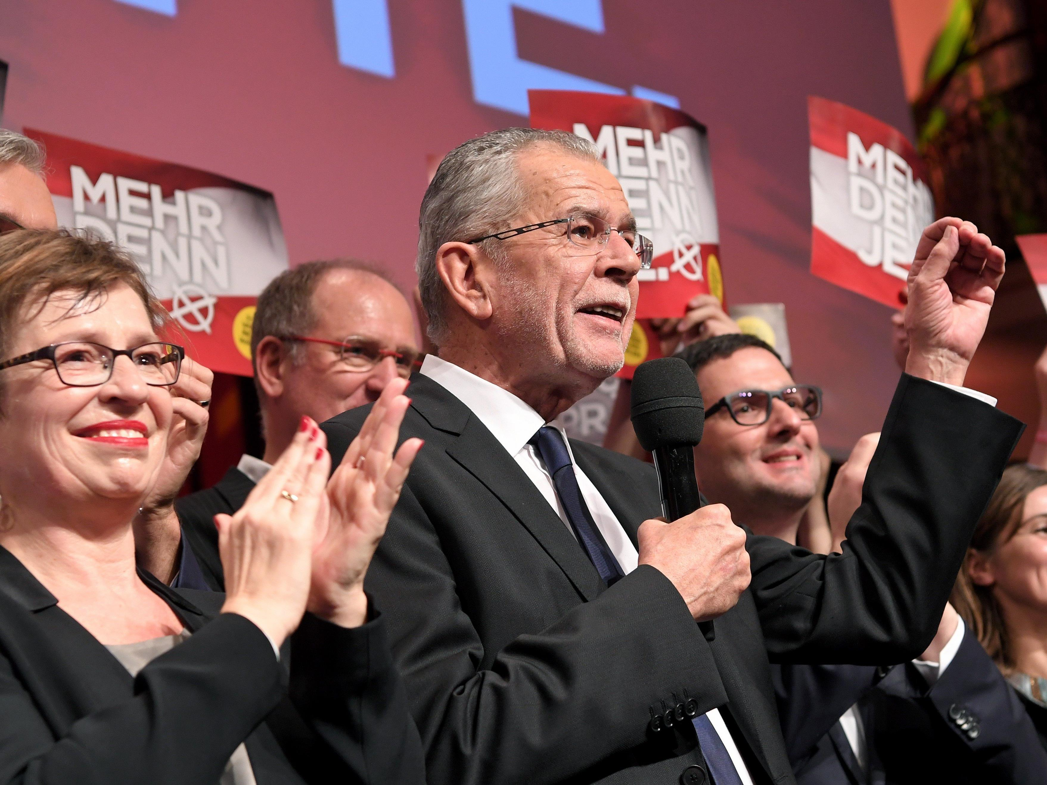 Alexander Van der Bellen legte nach Auszählung der Briefwahlstimmen in Wien und OÖ zu.