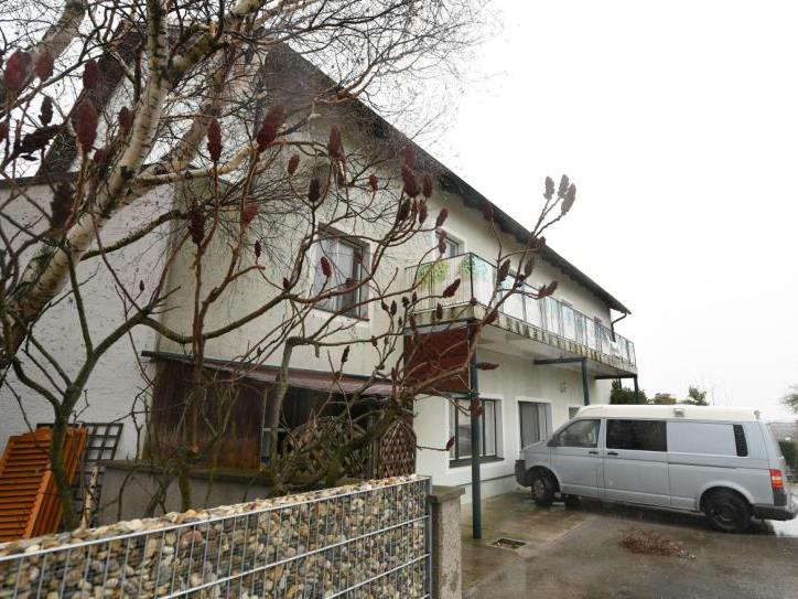 Das Haus im Ortsteil Schildberg der Marktgemeinde Böheimkirchen (Bezirk St. Pölten), in dem sechs Tote entdeckt wurden.