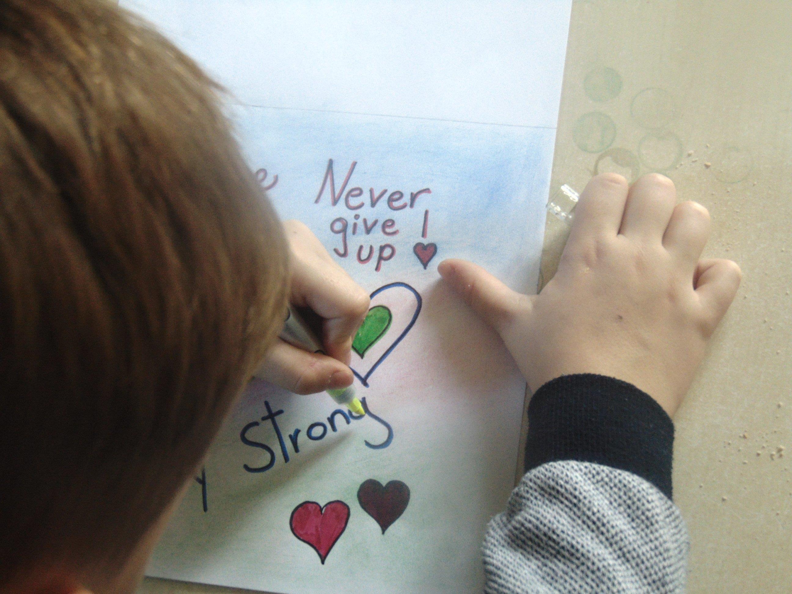 Kinder malen für den KIDS4KIDS Kalender