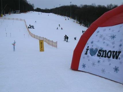 In Zukunft setzt die Hohe Wand Wiese auf Skifahren auf Kunststoff.