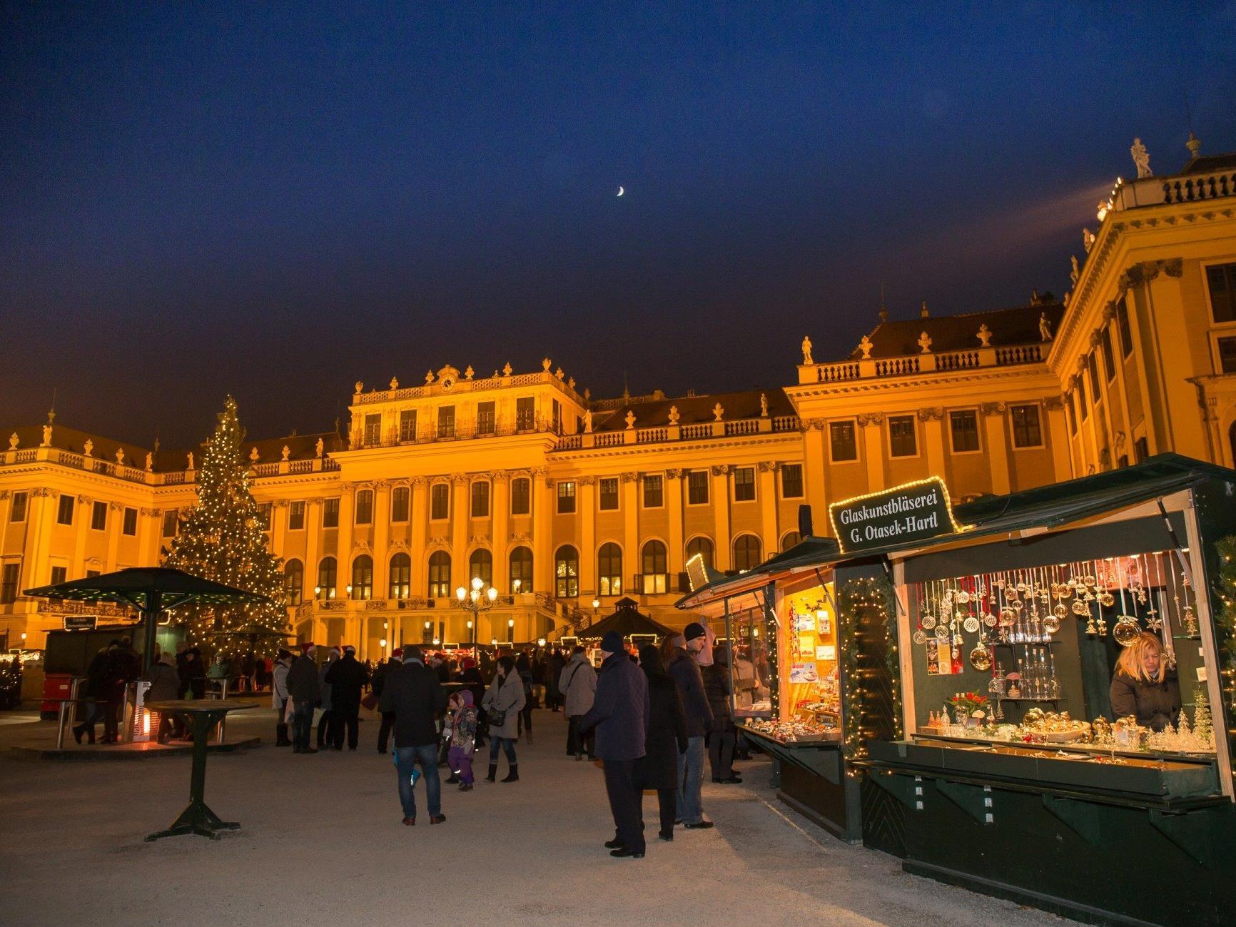 Der Neujahrsmarkt lädt ab 27.12. zum Besuch beim Schloss Schönbrunn ein