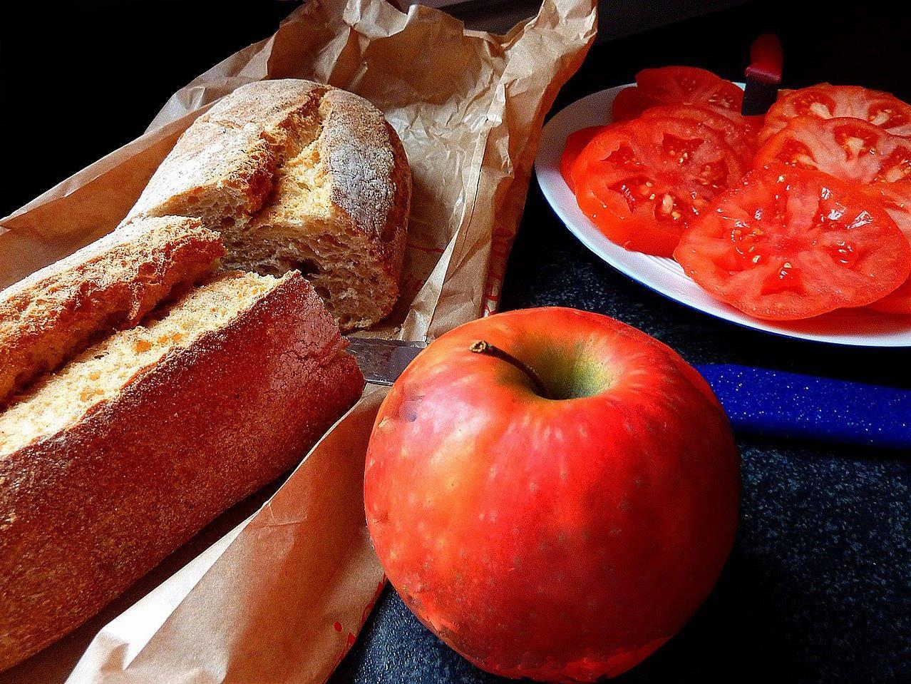 Äpfel und Brötchen müssen vor dem Wahllokal abgegeben werden