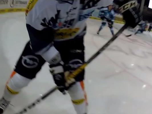 Spektakel pur mit der On-Body-Kamera beim Eishockey.