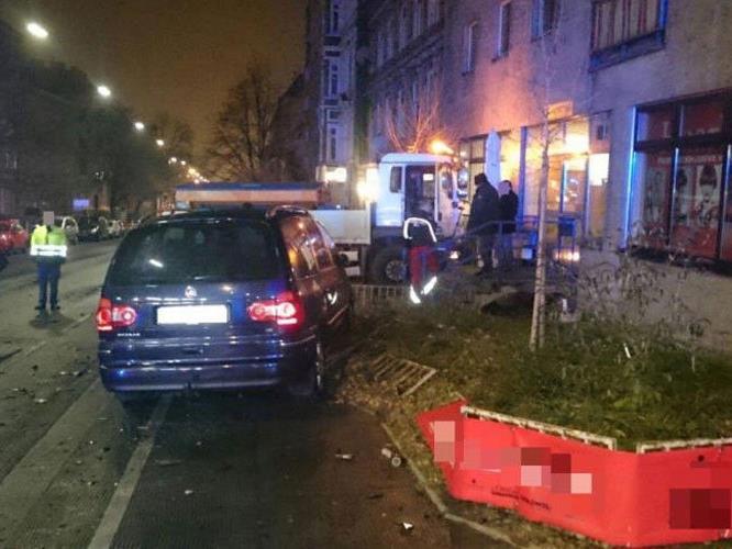Spektakulärer Verkehrsunfall in Wien-Rudolfsheim-Fünfhaus.