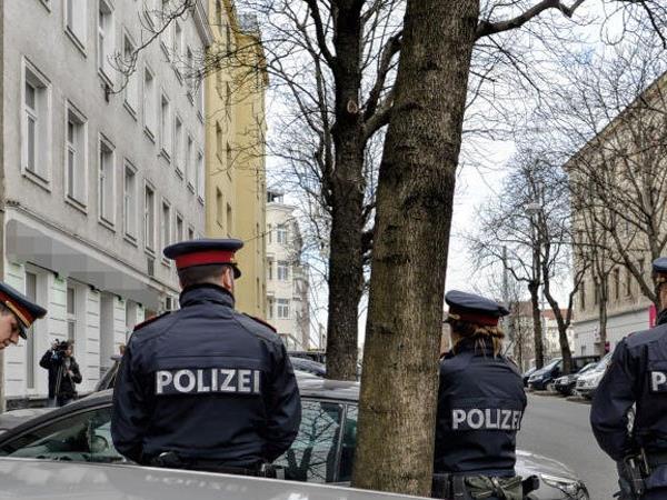 Die Polizei sucht weiterhin nach dem Täter.