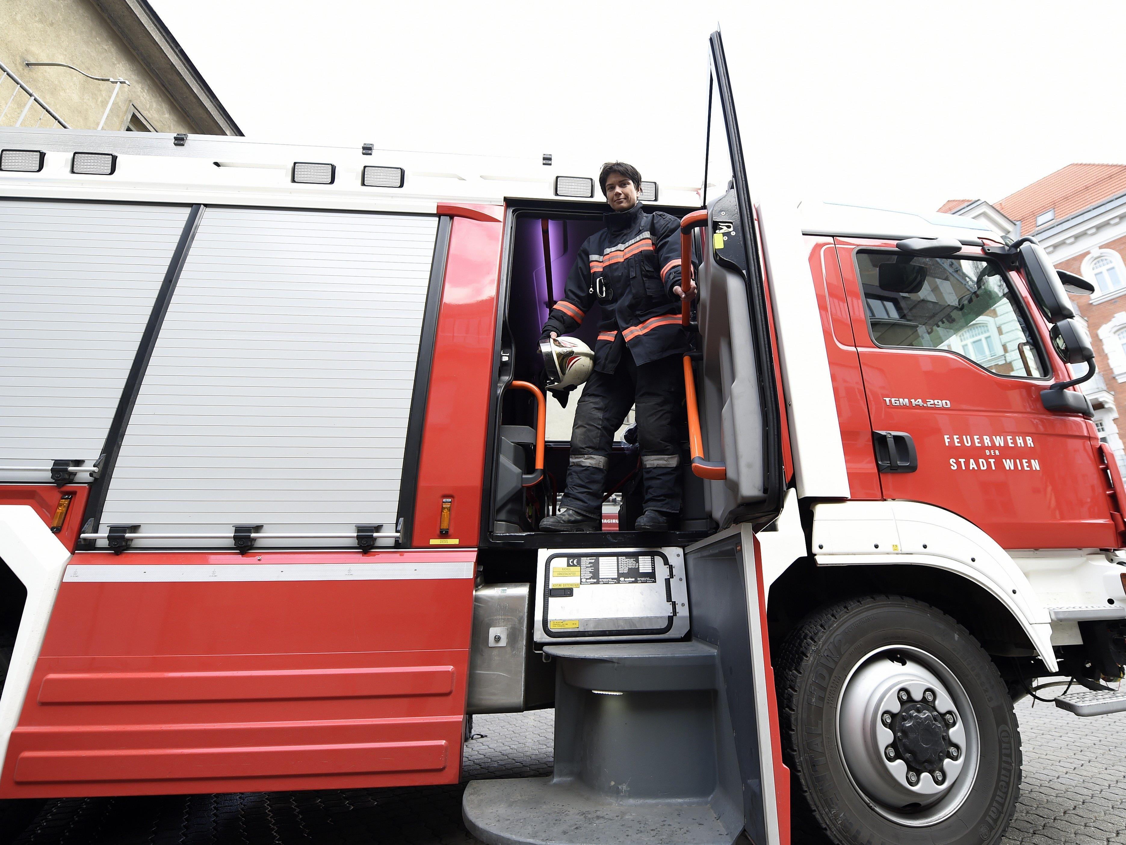 Die Feuerwehren mussten zu Weihnachten zu Dachstuhlbränden in Mödling und der Steiermark ausrücken.