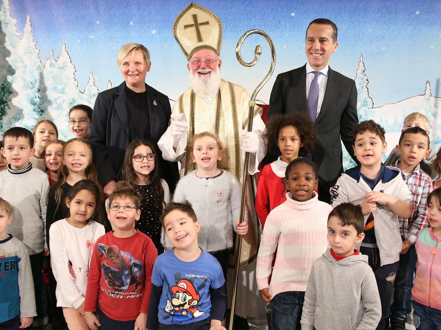 Bundeskanzler Christian Kern und die Amtsführende Stadträtin Sandra Frauenberger besuchten das Nikolofest in der Bildungsanstalt für Kindergartenpädagogik