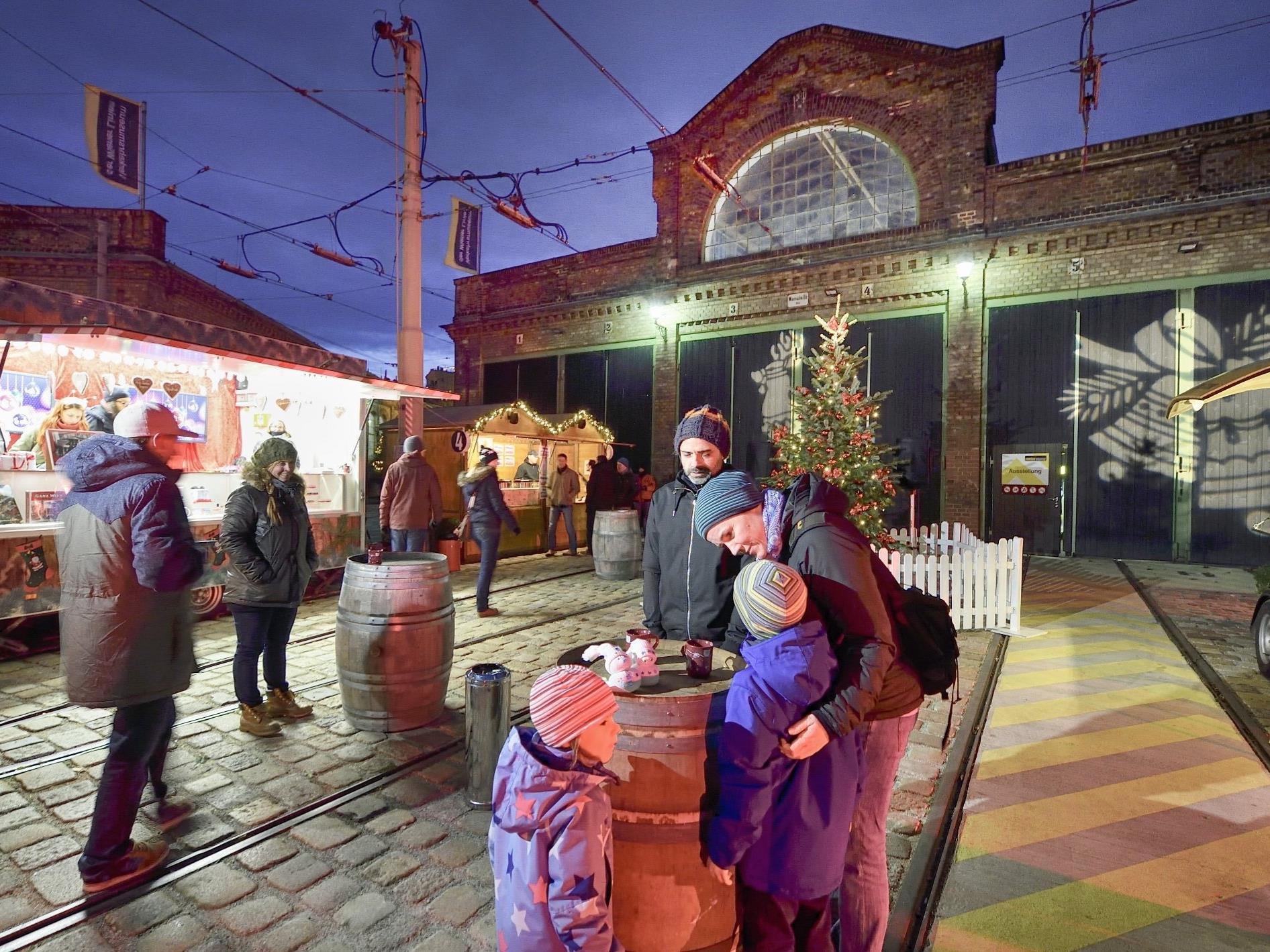 Beim Adventmarkt im Verkehrsmuseum Remise