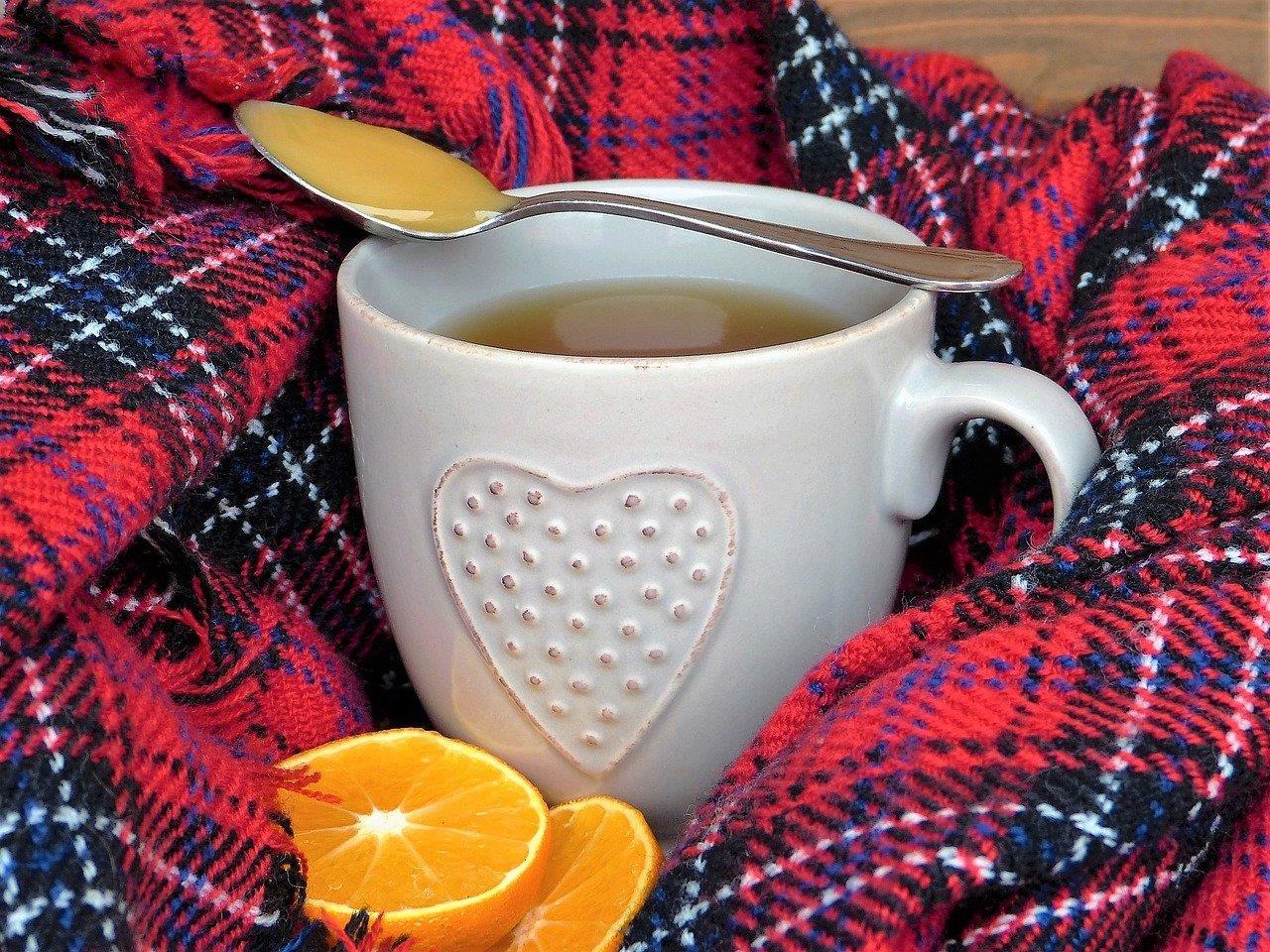 Nicht nur Tee hilft gegen eine fiese Erkältung.