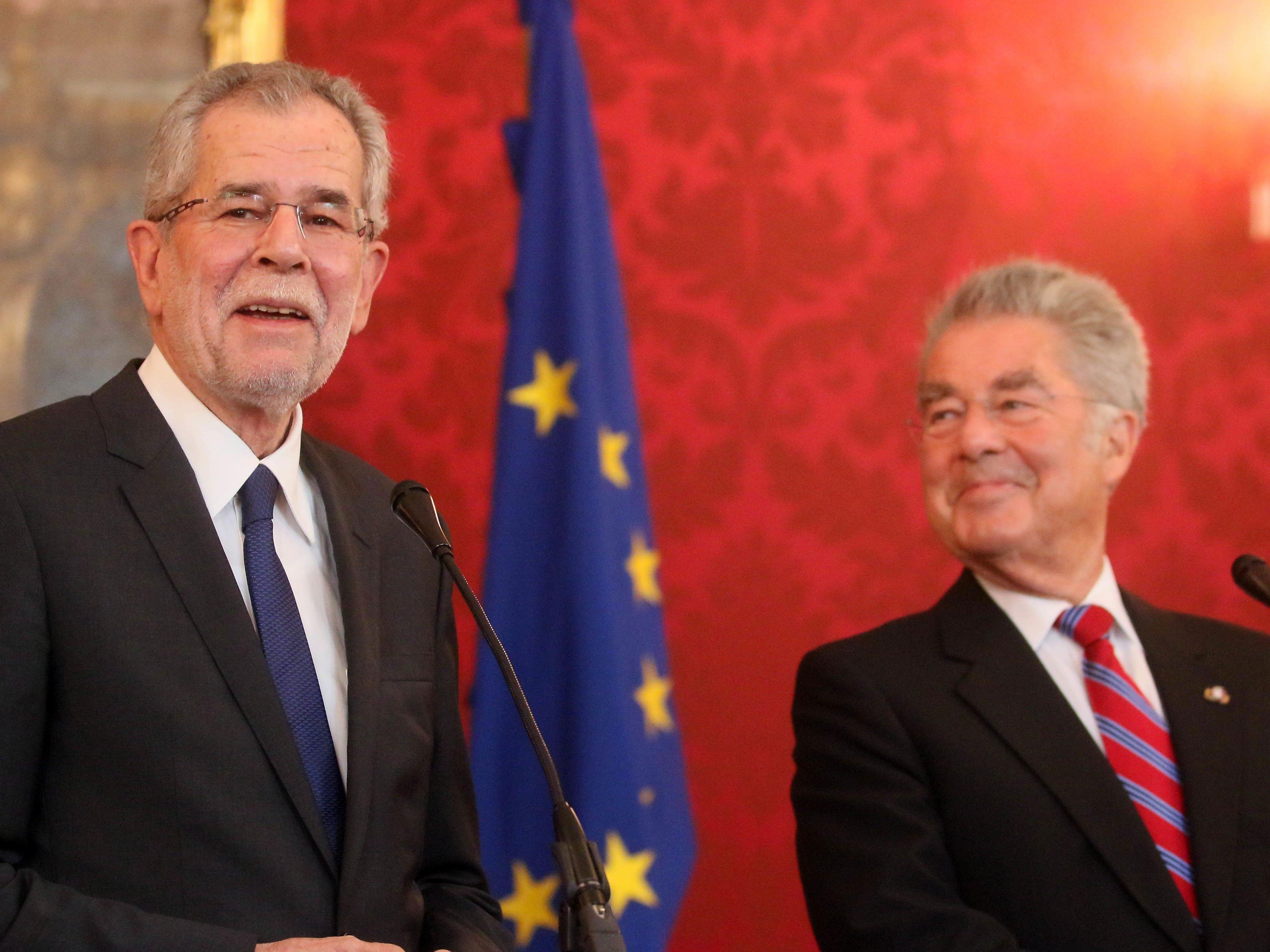Ex-Bundespräsident Heinz Fischer und der designierte Bundespräsident Alexander Van der Bellen (l.)