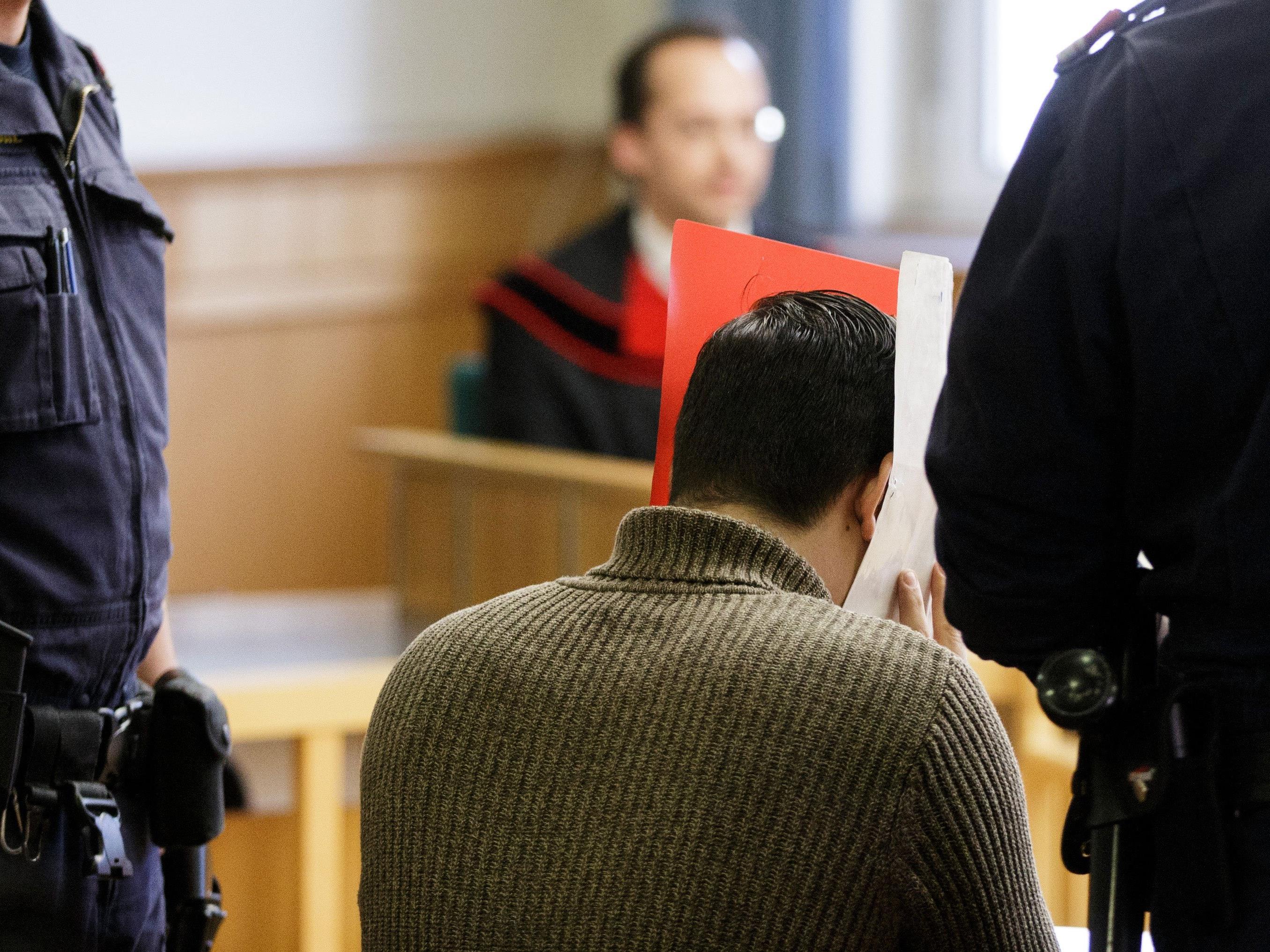 Bei der Prozesswiederholung wegen Vergewaltigung eines Zehnjährigen in einem Wiener Hallenbad