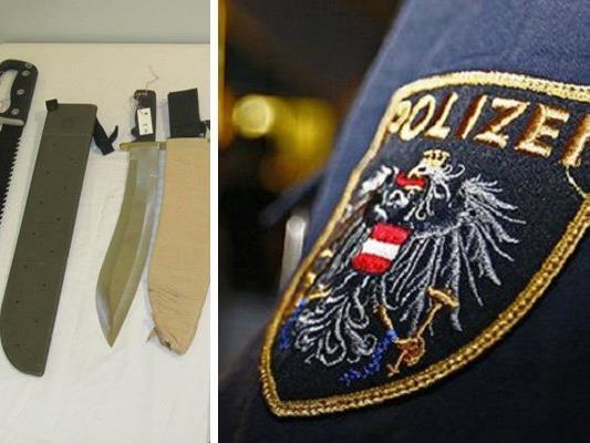 Die Polizei fand bei dem 68-Jährigen verschiedene verbotene Waffen.