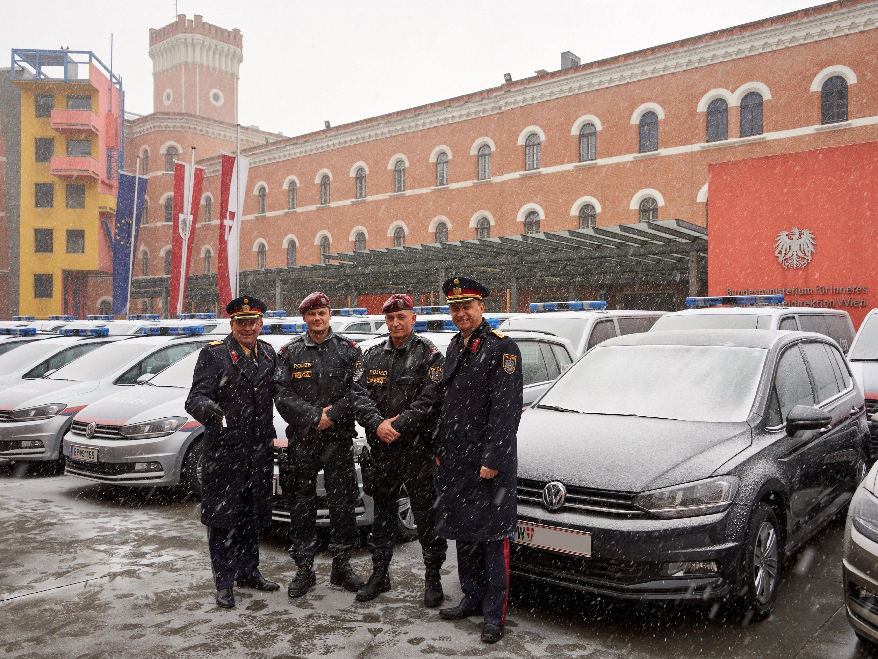 50 neue Fahrzeuge erhielt die Wiener Polizei am Montag.