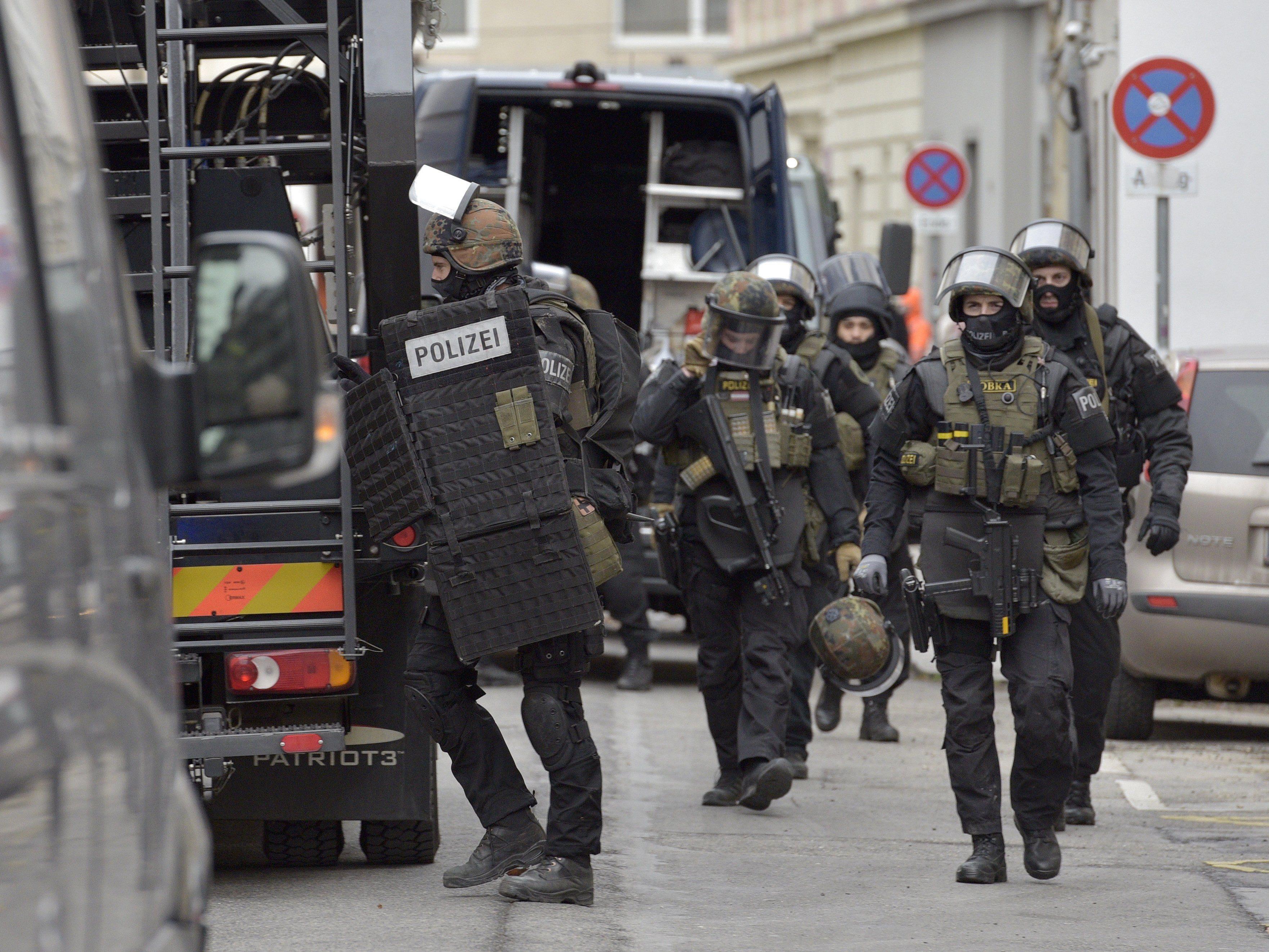 Großaufgebot der Polizei bei der Festnahme des ehemaligen Hells Angels-Bosses in Wien.