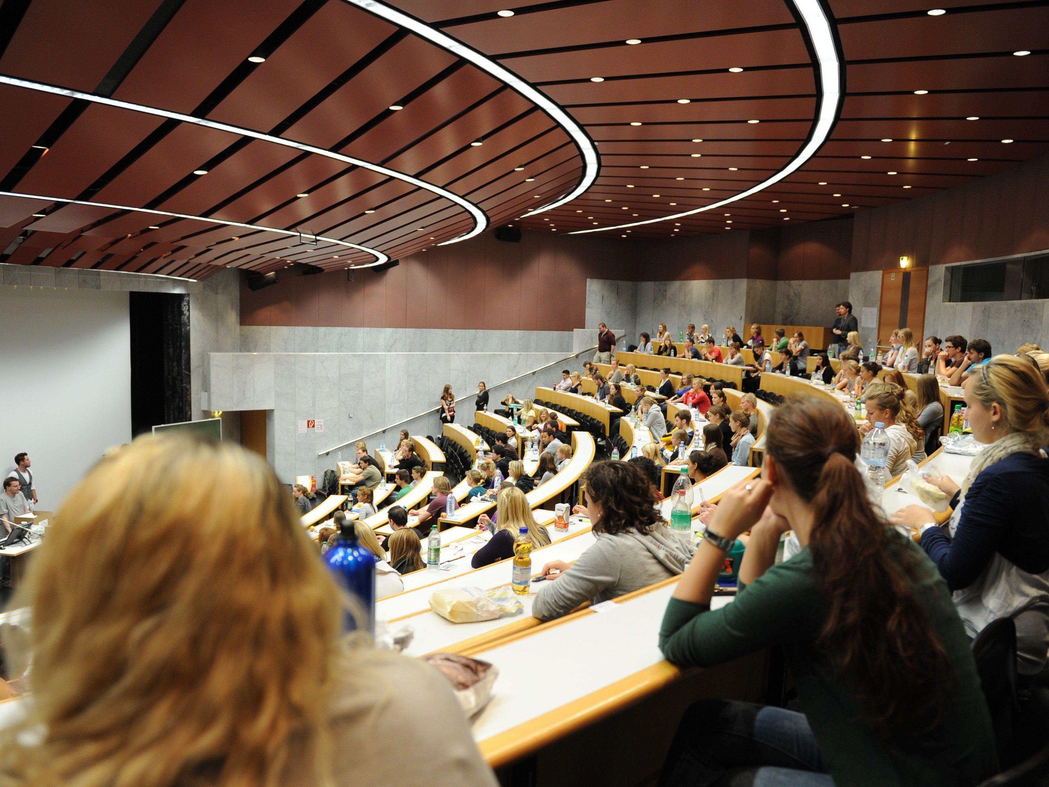 An vielen Universitäten werden bereits Aufnahmeverfahren durchgeführt.