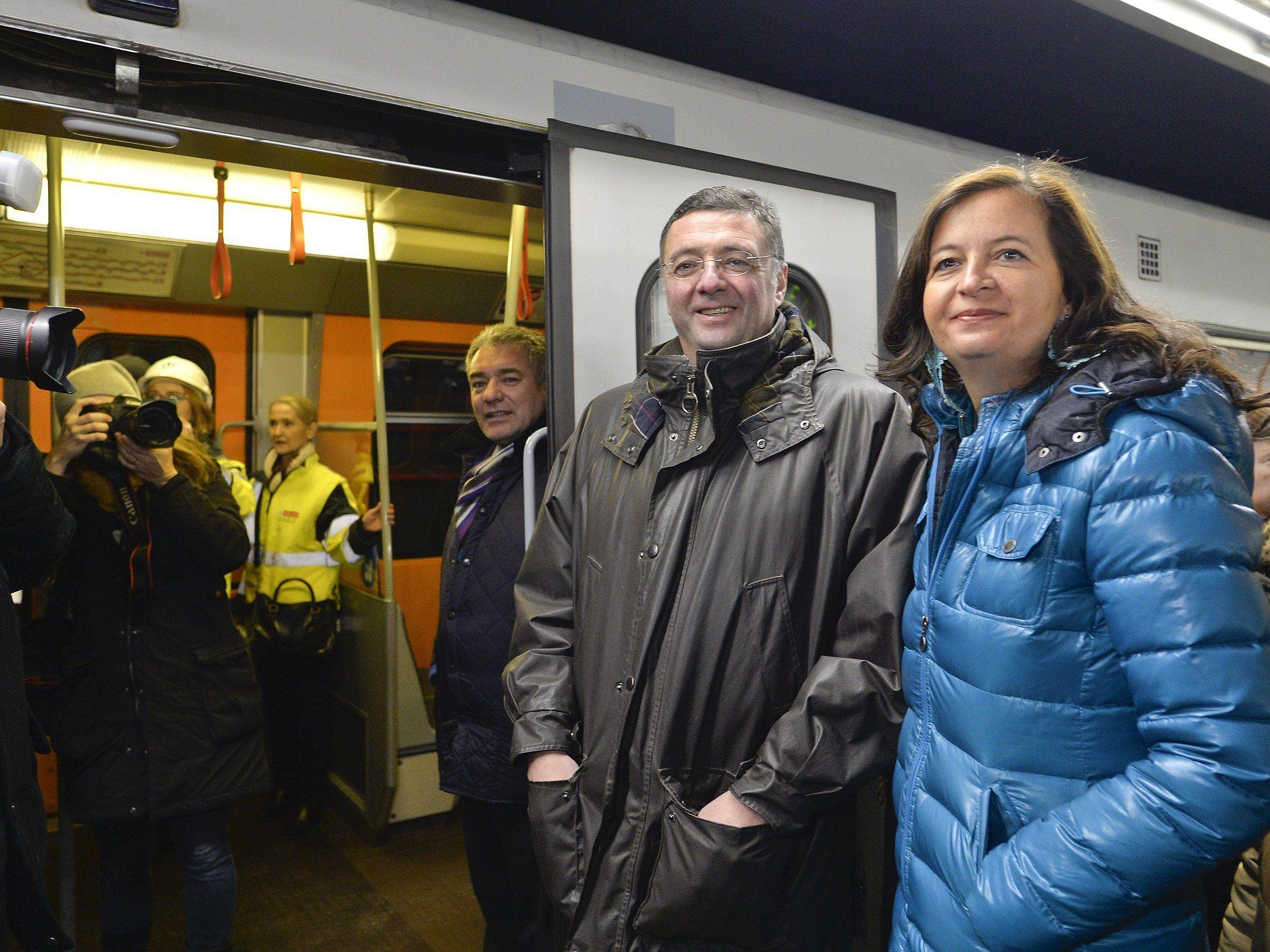 Verkehrsminister Jörg Leichtfried (SPÖ) und Stadträtin Ulli Sima (R/SPÖ) bei der U1-Erstbefahrung