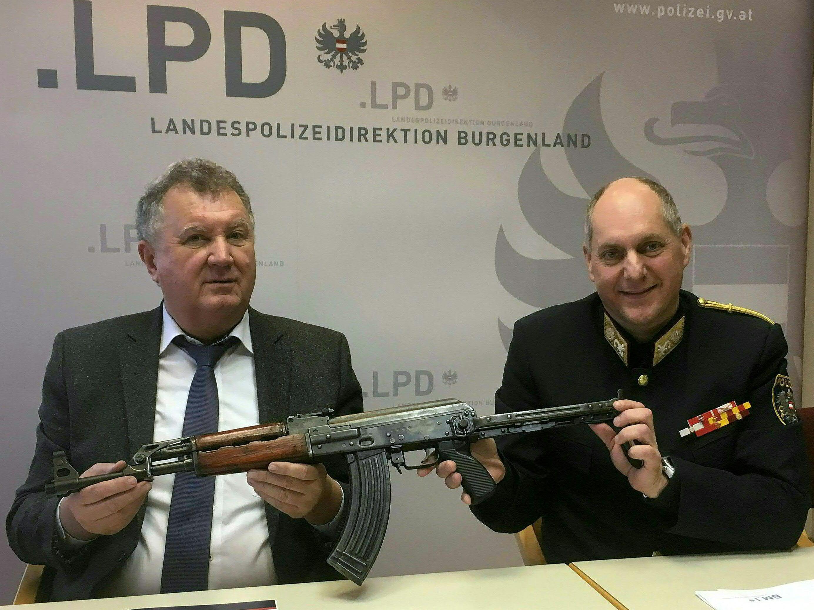 Drogen, Falschgeld und Waffen wurden sichergestellt.