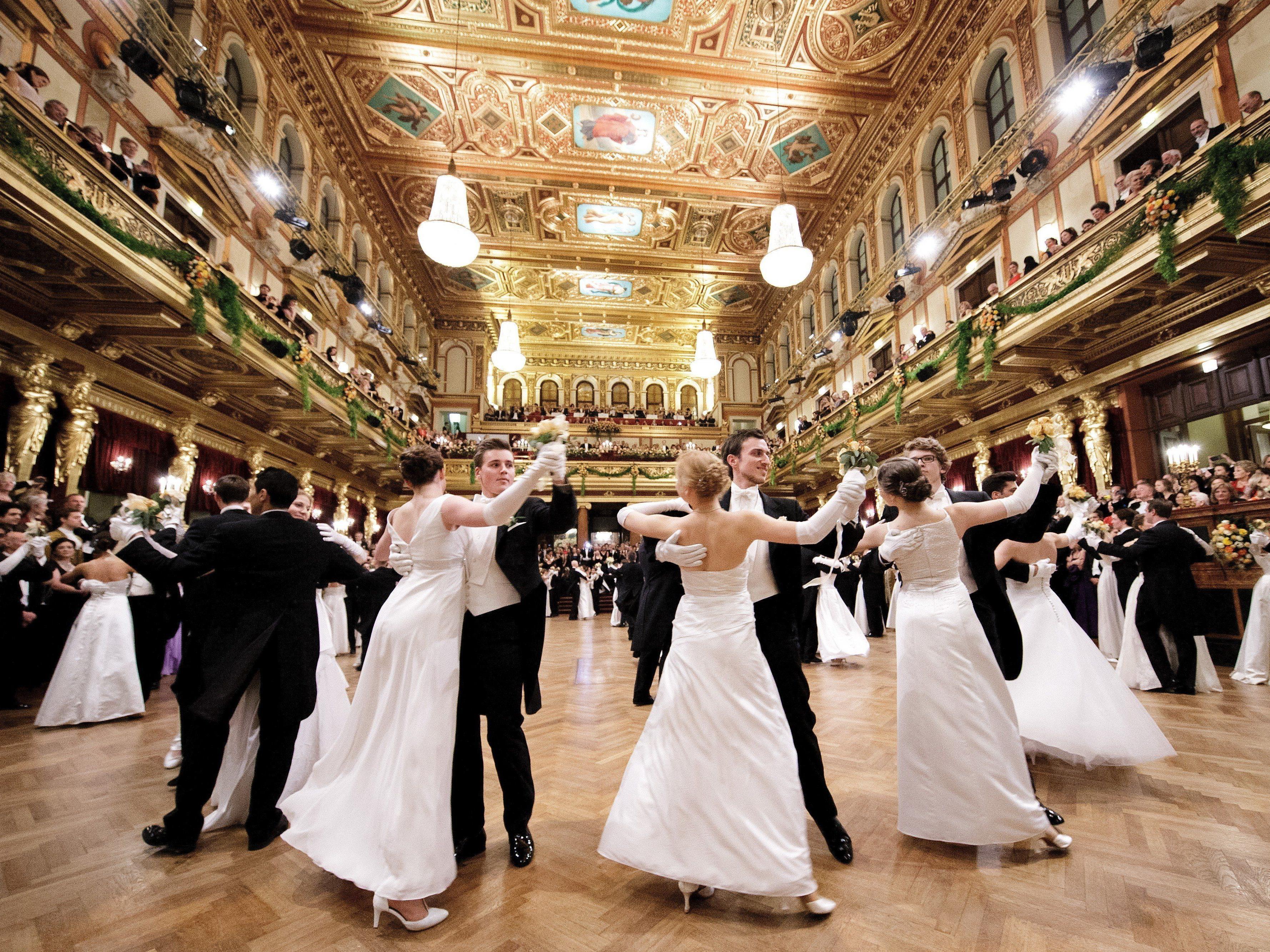 Tänzerinnen und Tänzer während der Eröffnung des Balles der Wiener Philharmoniker