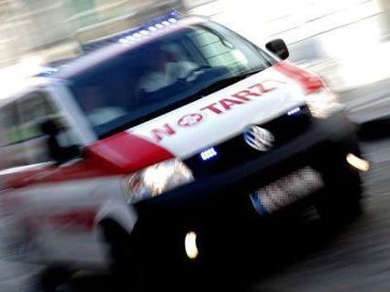 Eine Fußgängerin wurde von einem PKW erfasst und verletzt