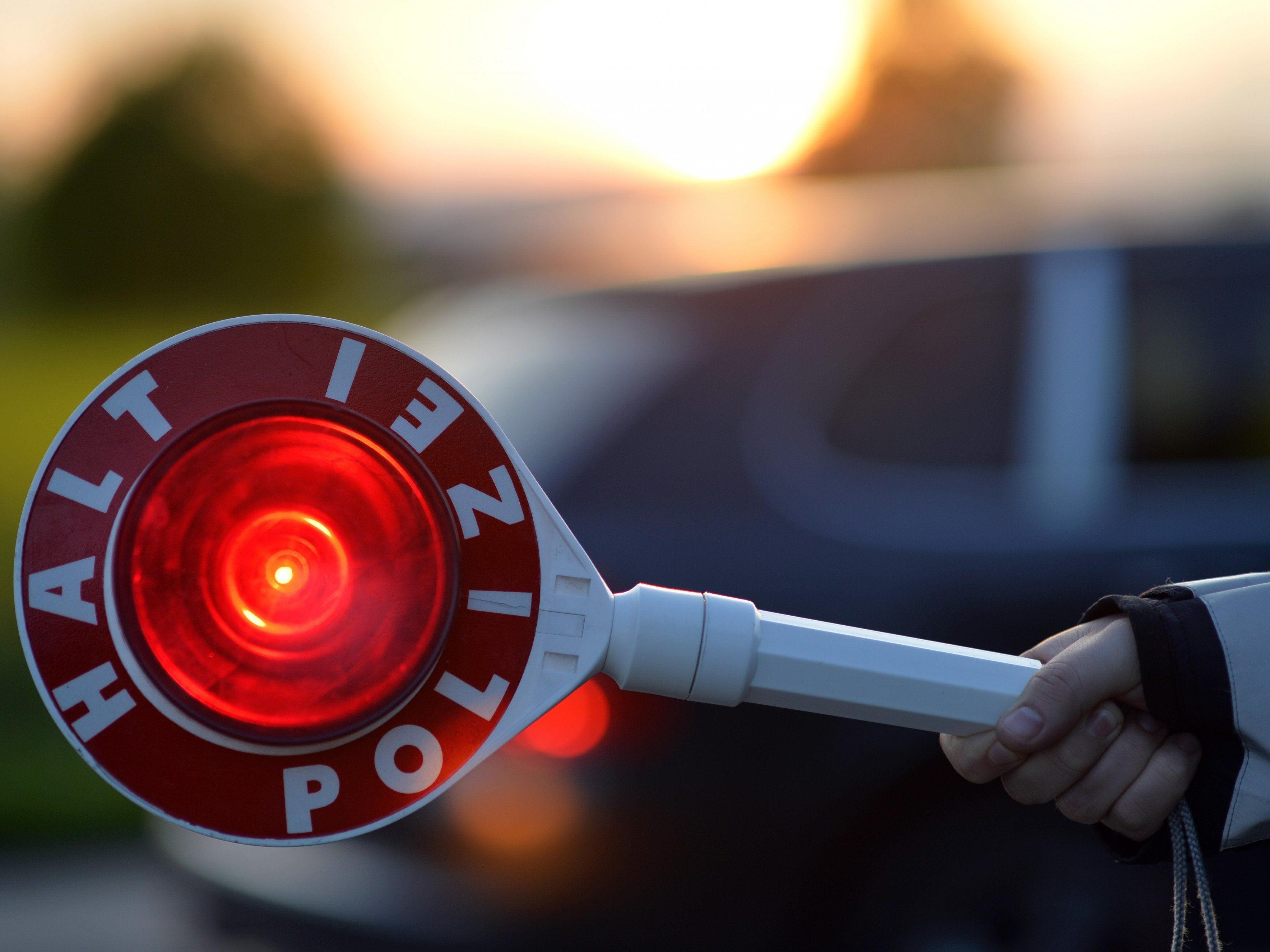 Nach einem Unfall in Wieden flüchtete der Fahrer eines Audi A8