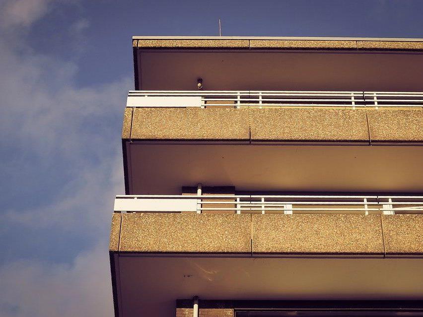 Schüsse von Balkon bei Party.