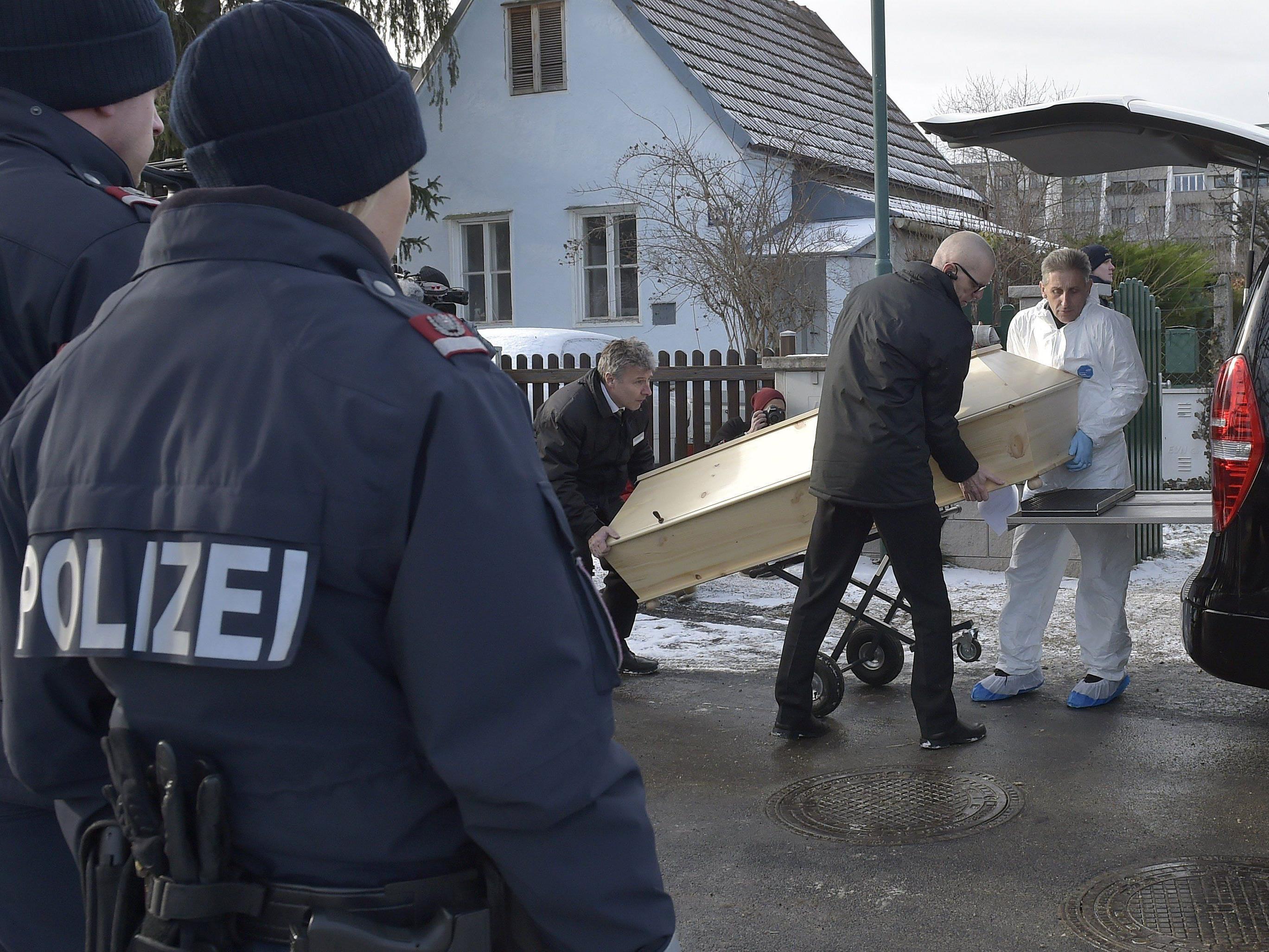 Abtransport der Opfer nach der Bluttat in Perchtoldsdorf