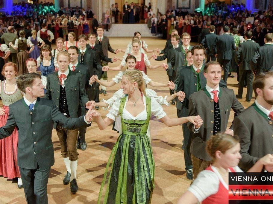 Fröhliches Feiern in Tracht am BOKU Ball.