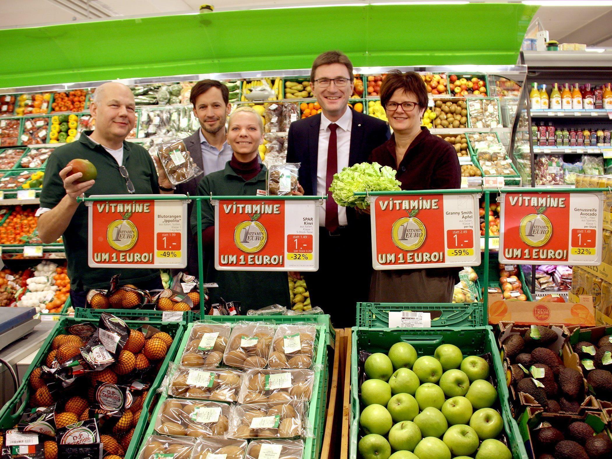 Petra Draxl (AMS Wien), Alois Huber (SPAR) und Klaus Schwertner (Caritas) eröffnen SPAR-Markt in der Quellenstraße.