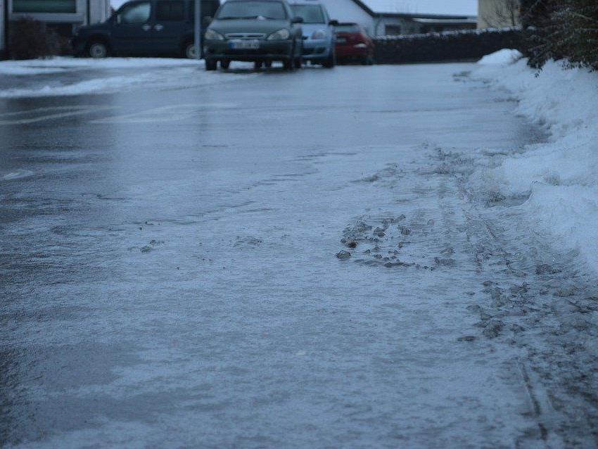 Unfall in Währing wegen Glatteis.
