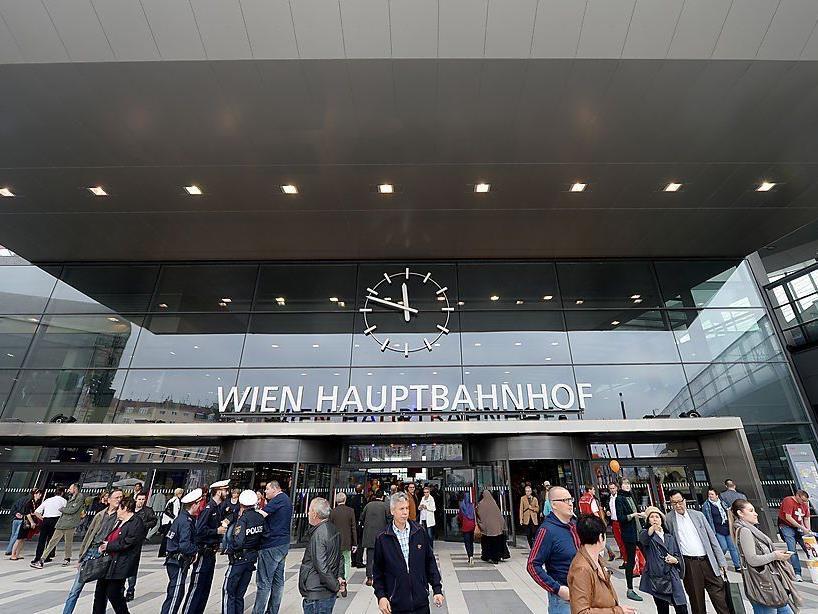 Festnahme im neuen Jahr am Wiener Hauptbahnhof.