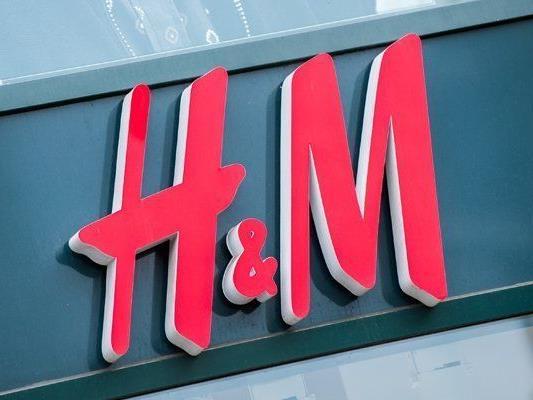 In allen H&M-Filialen kann wieder gesammelte Kleidung abgegeben werden.