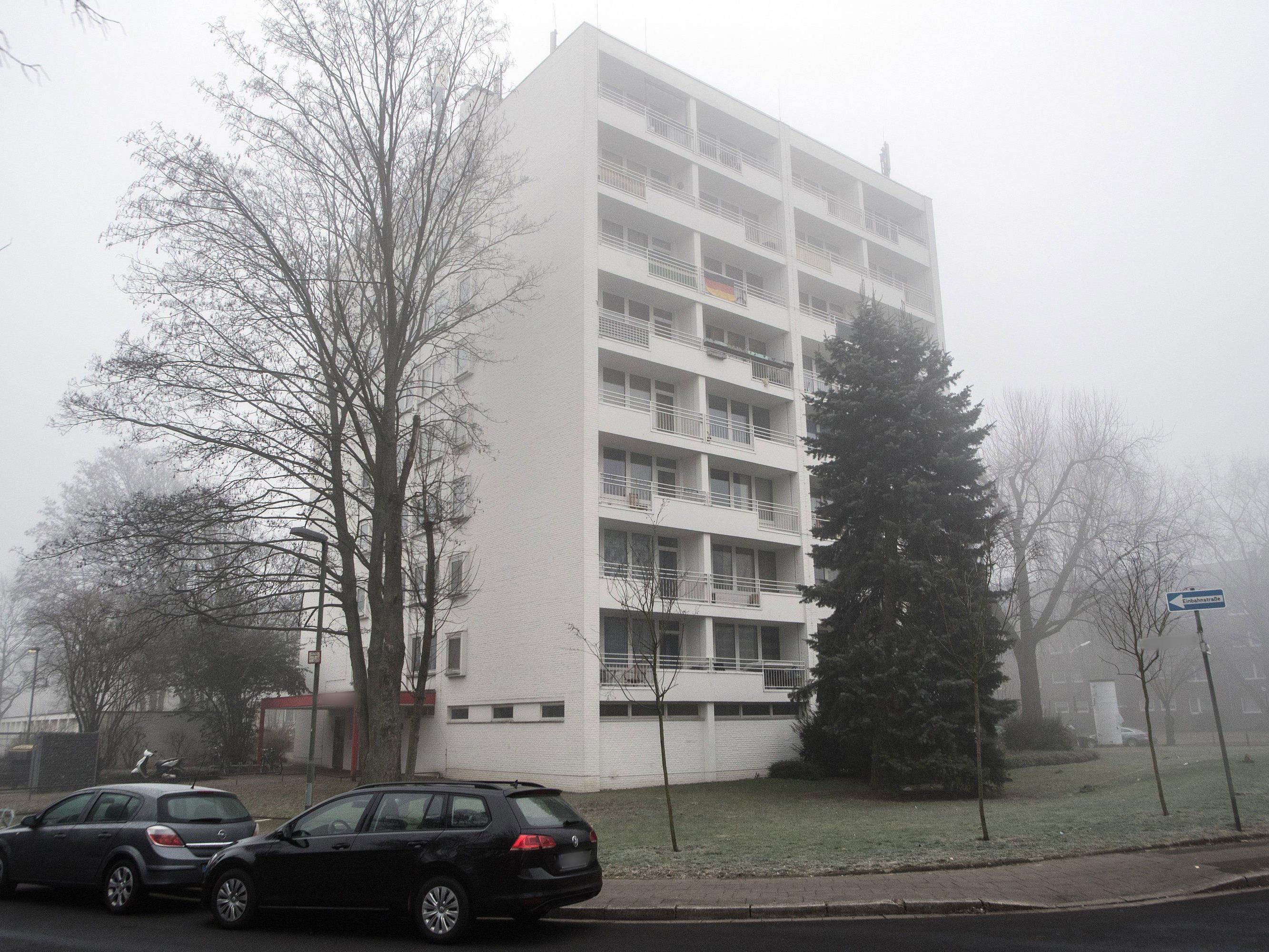 In diesem Haus in Neuss wurde der Komplize festgenommen - der 17-Jährige soll ihn dort besucht haben