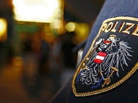 Einer der Polizisten wurde am Bein verletzt.
