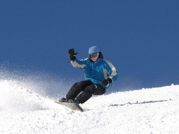 Der 20-jährige Wiener war mit seinem Snowboard neben der Piste unterwegs