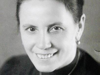 """Maria Stromberger (1898 – 1957), die als hilfsbereit Krankenschwester im KZ Auschwitz von Häftlingen den Ehrentitel """"Engel von Auschwitz"""" erhielt."""