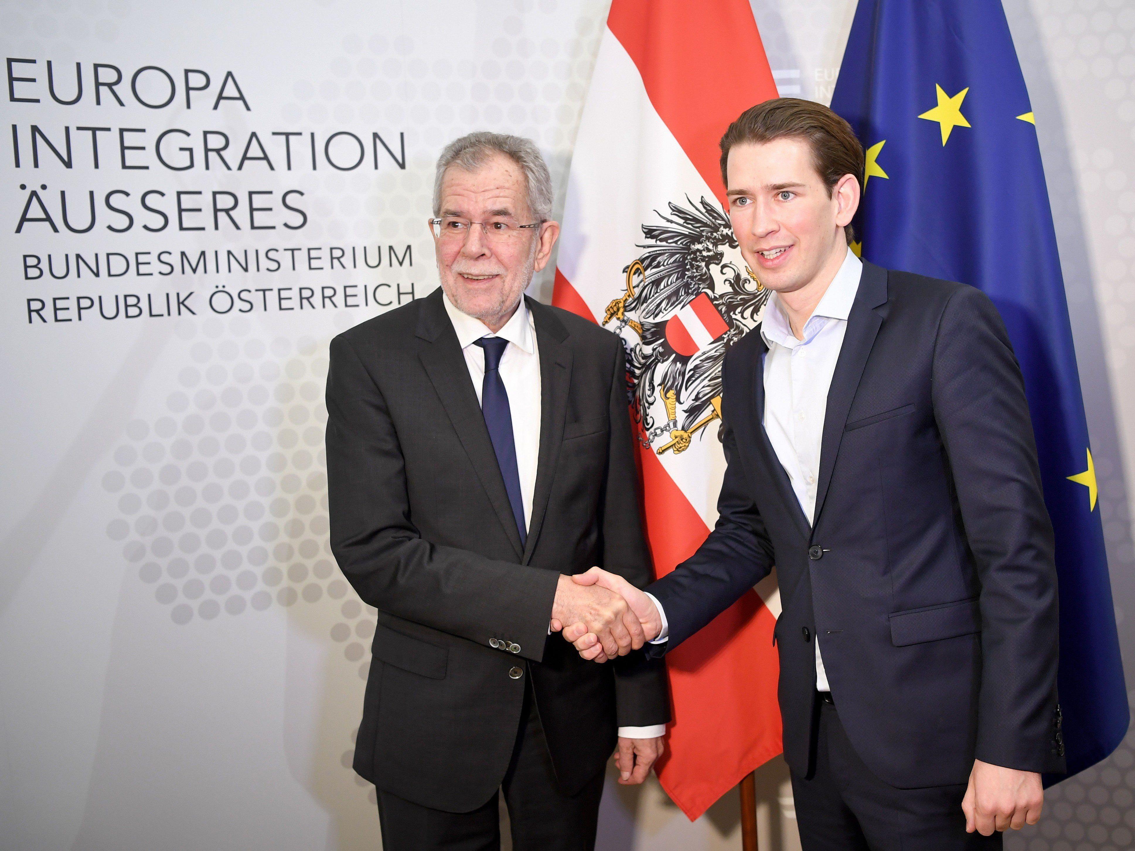 Der designierte Bundespräsident Alexander Van der Bellen (l.) und AM Sebastian Kurz im Rahmen eines Arbeitsgespräches am Freitag