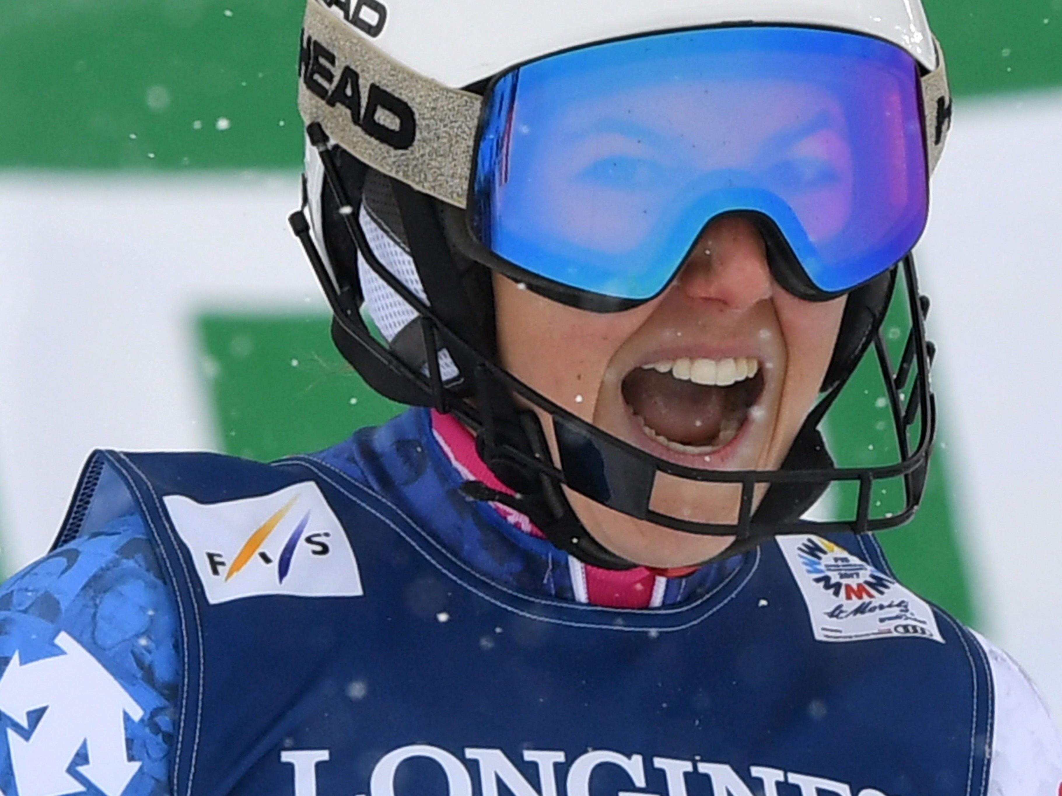 Die Schweizerin Wendy Holdener freut sich über ihren Sieg.