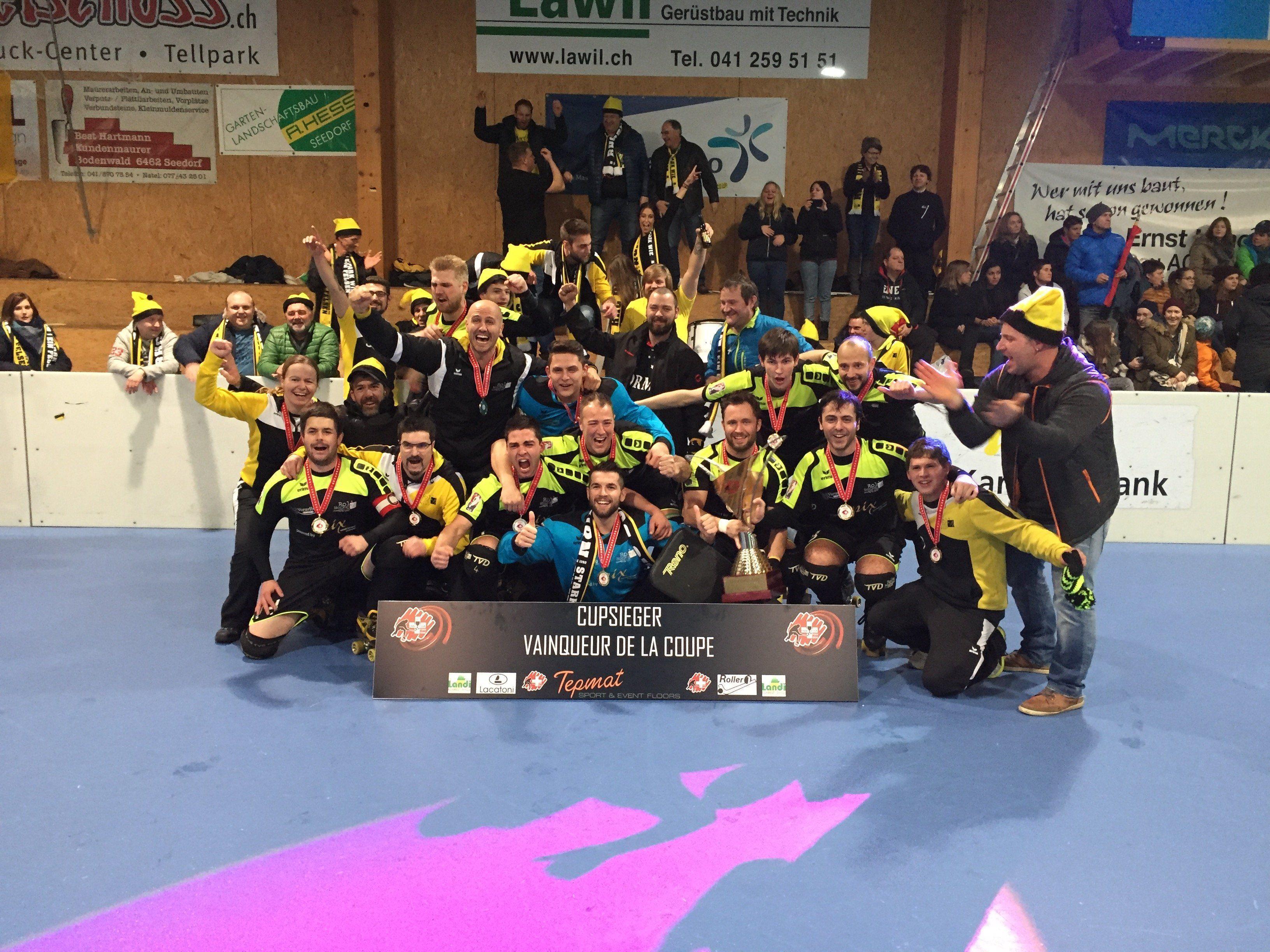 Das Team des RHC Dornbirn ging am Ende als jubelnder Sieger beim Schweizer Cup vom Platz.