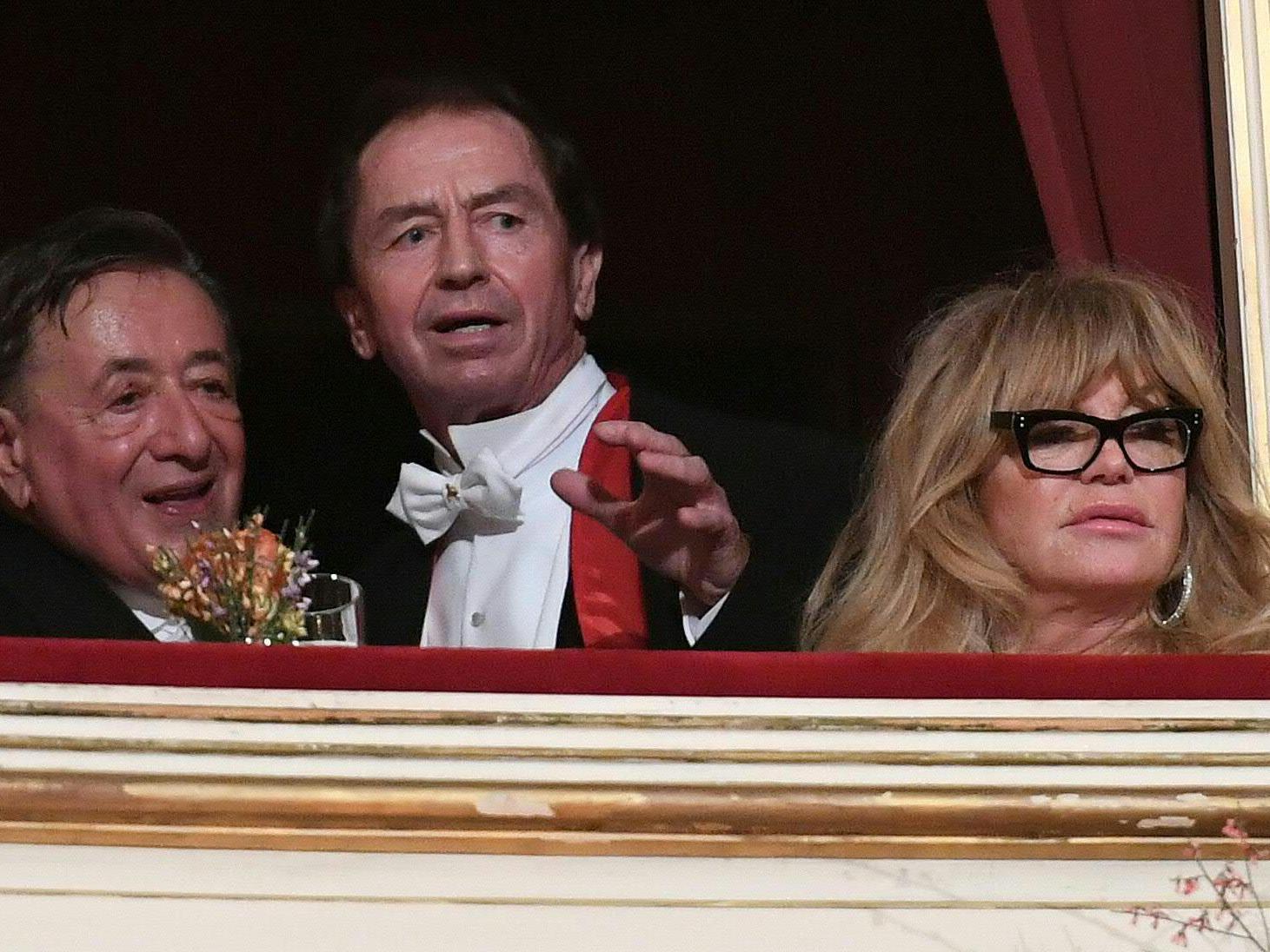 Richard Lugner zeigt sich sehr erfreut über seinen Ballgast Goldie Hawn