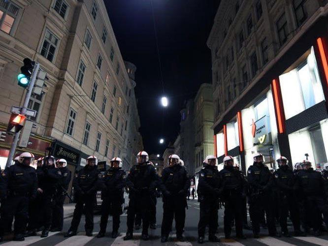 Die Polizei geht von einem ruhigen Akademikerball aus.