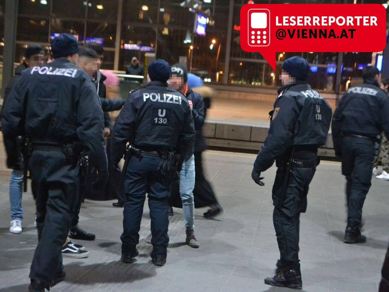 Die anwesenden Polizisten konnten die Schlägerei am Praterstern rasch beenden.