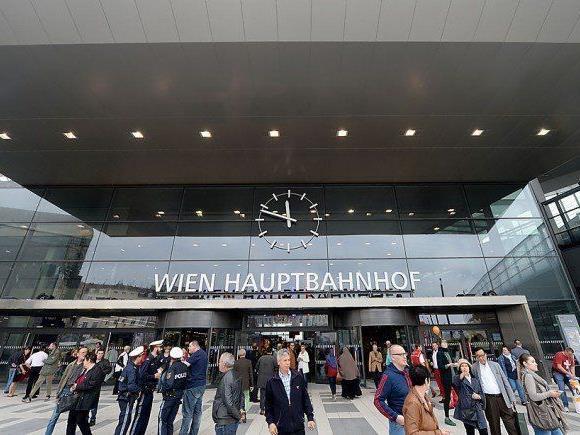 Am Wiener Hauptbahnhof wurde einem Touristen fast der Rucksack gestohlen