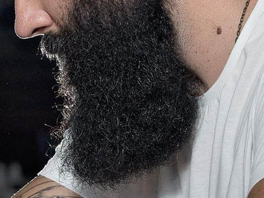 Mr. Incredibeard stylt seinen Bart gerne außergewöhnlich.